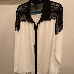 Cute black white blouse by Beverly drive lace 3X
